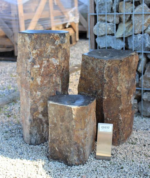 Quellsteinsäulen aus Basalt 3-tlg., Höhe ca. 25/40/50 cm
