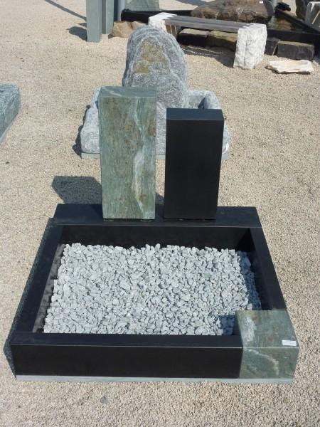 Urnengrabanlage aus Ind. Black + Verde Trofano