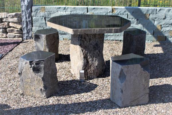 Basalt Sitzgruppe 6-tlg.-Set bestehend aus Tischplatte Ø ca. 100 cm, Tischfuß und 4 Sitzhocker.