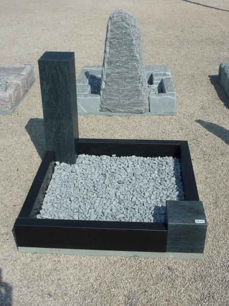 Urnengrabanlage aus Ind. Black + Serpentin